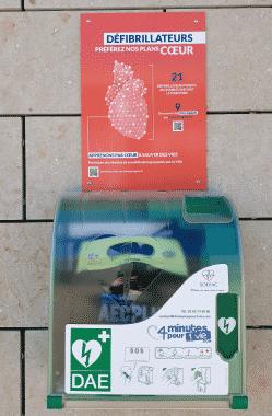 visuel-defibrillateurs-devant-mediatheque